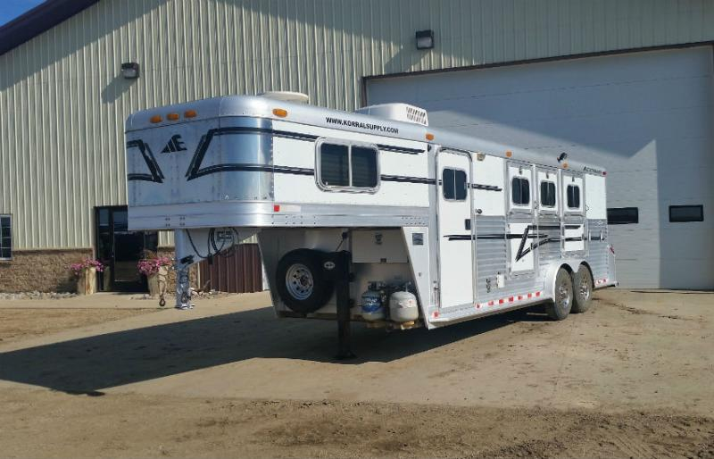 2000 Elite 3 Horse with Weekender Outlaw LQ Trailers Image