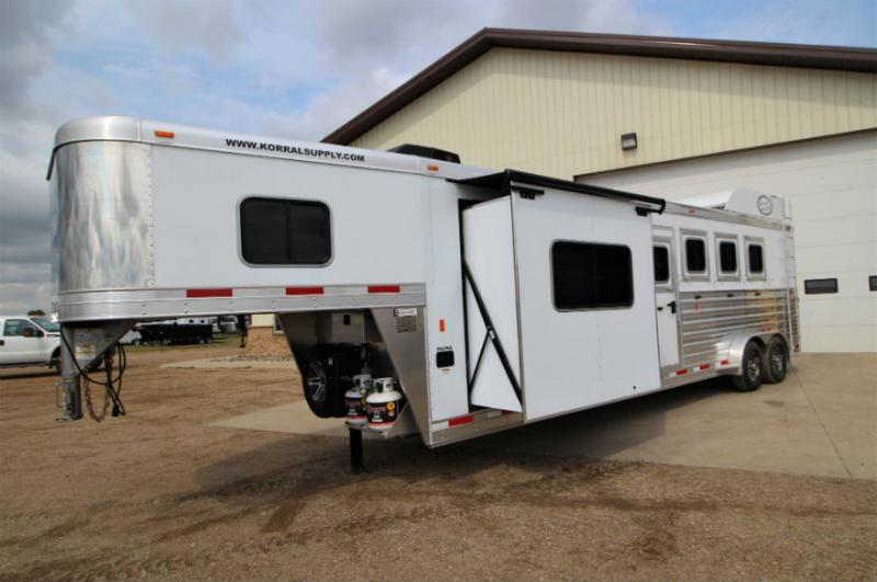 2019 Exiss 4 Horse Slant Load LQ Trailer  Trailers Image
