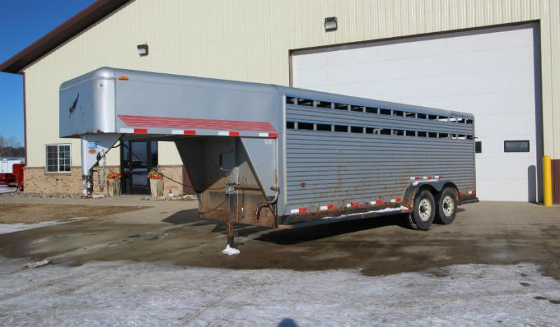 2001 Featherlite 7 x 20 Livestock Trailer  Trailers Image